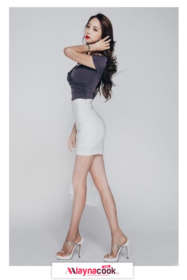 white mini skirt black shirt white striped stiletto